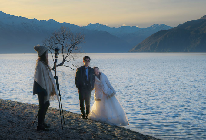 Wedding couple by the Wanaka Tree