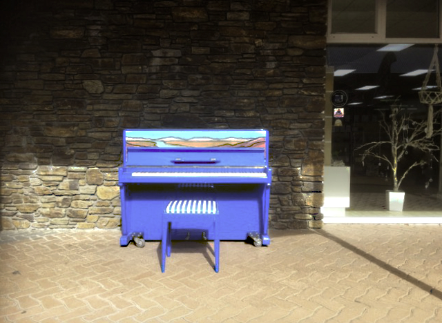 Decorative blue piano in Cromwell Mall